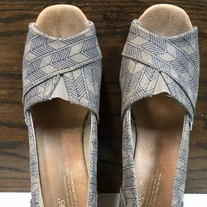 TOMS Arrow Wedge Blue and Gray